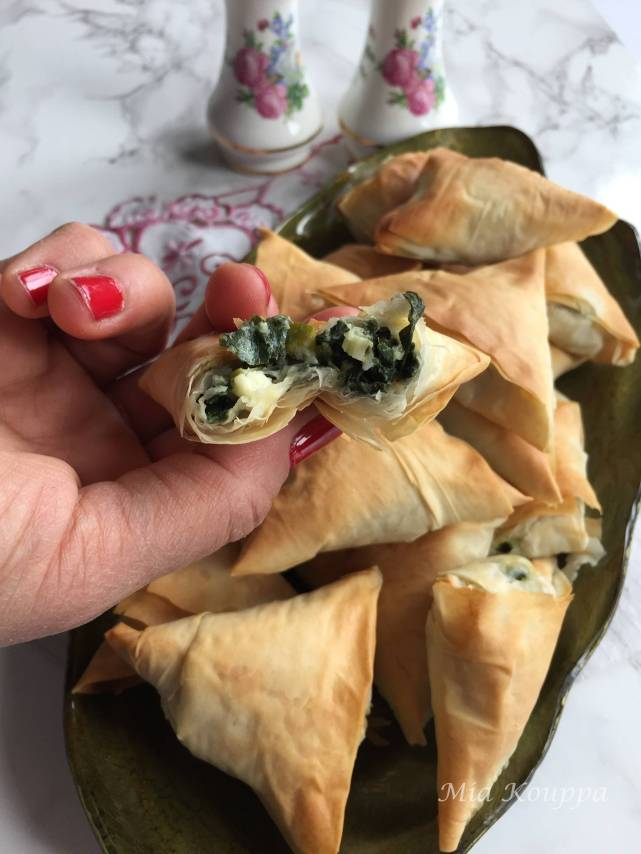 Spanakopita with store bought phyllo (Σπανακόπιτα με αγοραστό φύλλο)