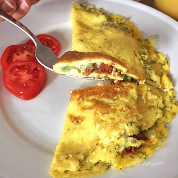 Omelet with feta and sun-dried tomatoes