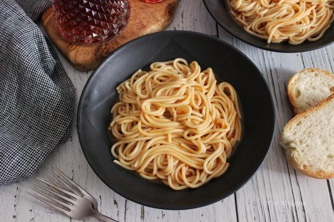 Pasta with tomato sauce (Μακαρόνια με σάλτσα ντομάτας)