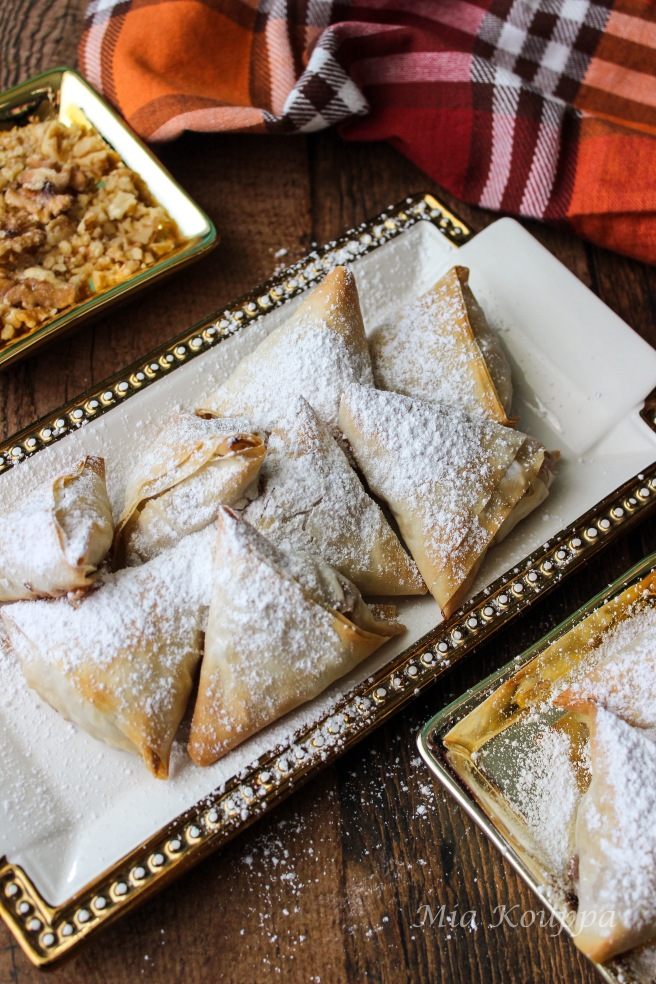 Mini apple pies with phyllo or milopitakia (Μηλοπιτάκια)